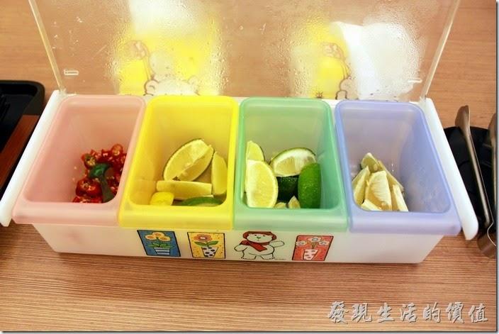 台南-越泰太。越南菜的特色,備有生辣椒與生檸檬,少了九層塔、豆芽菜。
