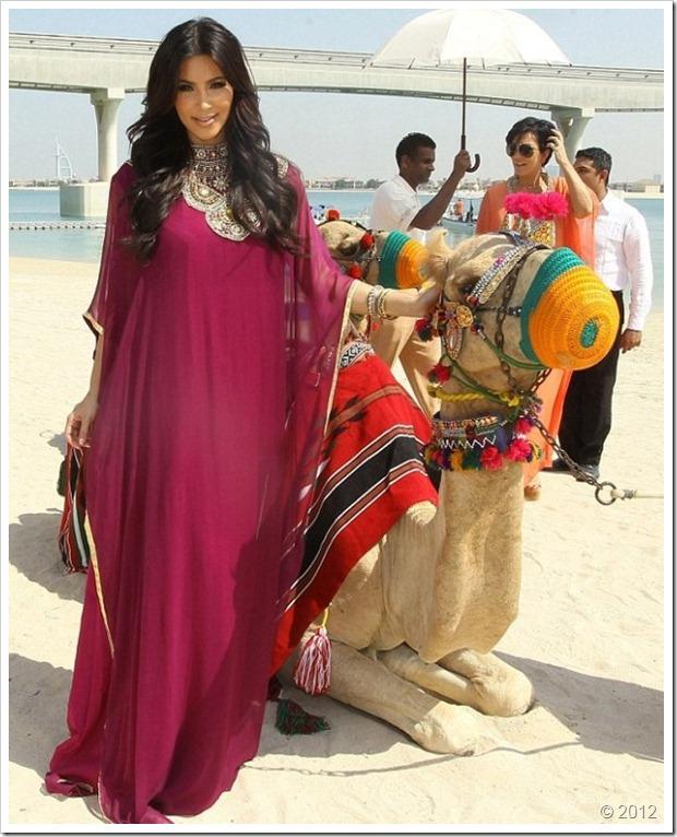 Kim Kardishan Wearing Abaya In Dubai9