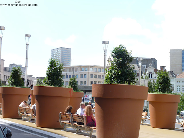 macetones-gigantes-bruselas.JPG