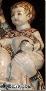 Niño y mano izquierda de la Virgen Blanca de Huarte
