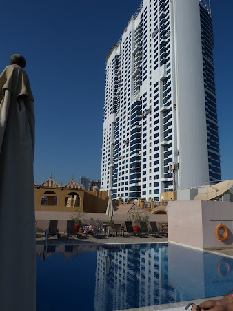 Cazare Emirate: Piscina Golden Tulip Dubai