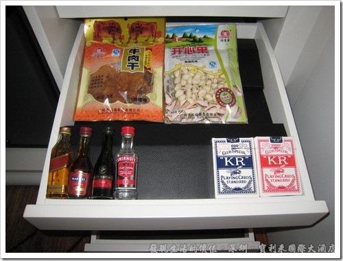 深圳寶利來國際大酒店,迷你吧當然也是不能少的囉!不過這些東西當然是要錢的。
