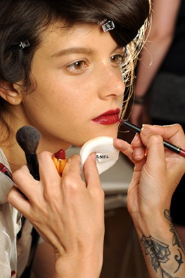 chanel fall2010 couture red lips make up 3