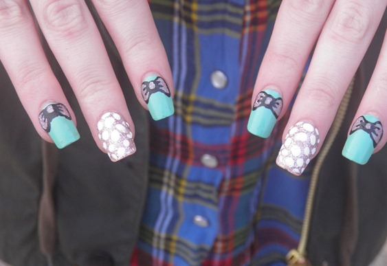 SNOWBALL AND BOW NAILS 3