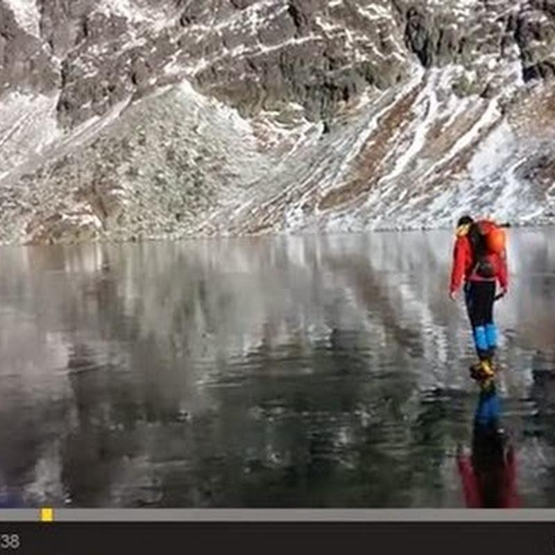 Περπατώντας στο καθαρό  πάγο  στα  σλοβακικά  όρη