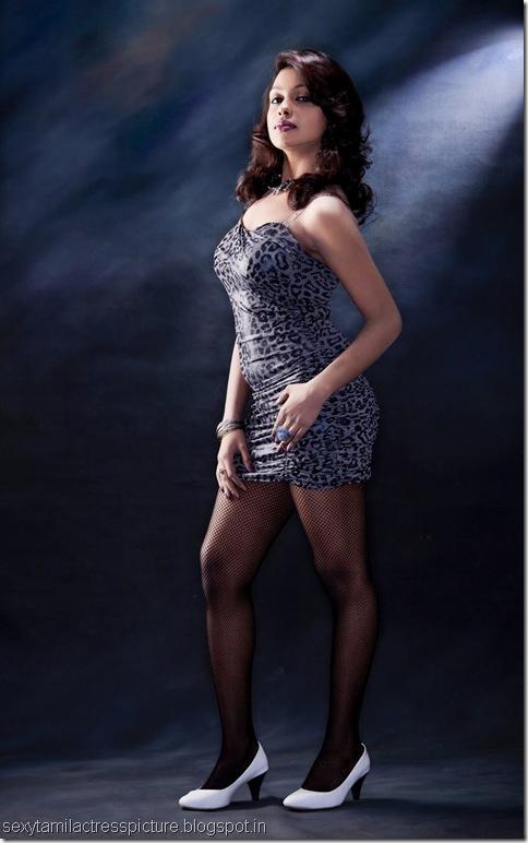 actress-mia-hot-tight-ass-stills