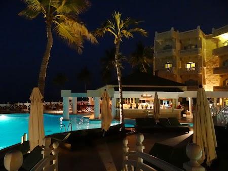 41. Hotel Hyatt Muscat - noaptea.JPG