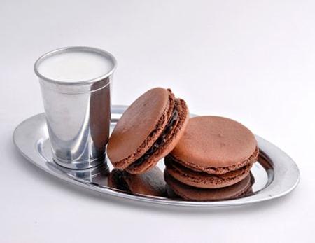 french_chocolate_macaron_800x616_130