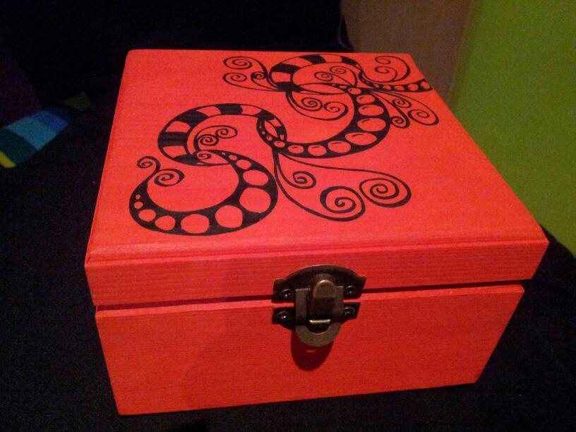 Cajas de madera pintadas a mano artenomi for Cajas pintadas a mano