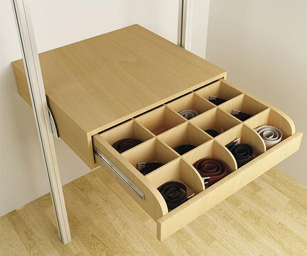 Cinturonero extraíble de madera de maple o melamina con divisiones.
