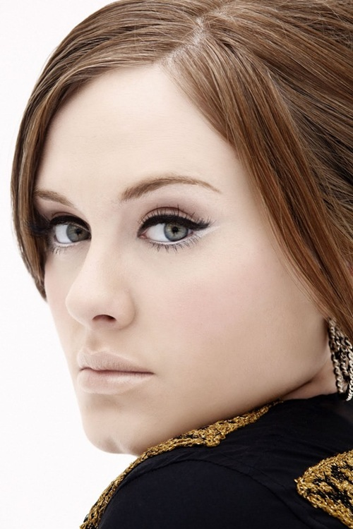 adele-musa-delineador-cat-eye