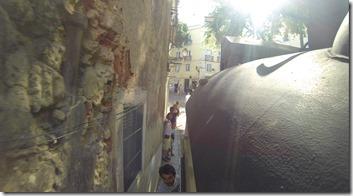 C'est parfois très très chaud pour les piétons dans les rues super étroites