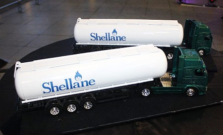 Shellane miniature gas tanker trucks - JustAnotherPixel.net
