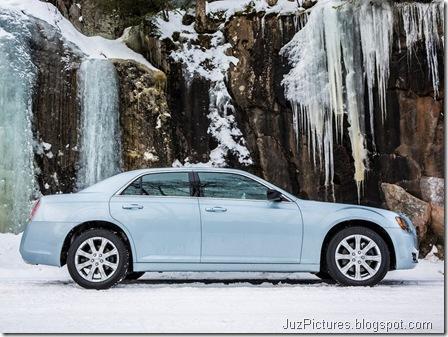 Chrysler-300_Glacier_2013_800x600_wallpaper_0d