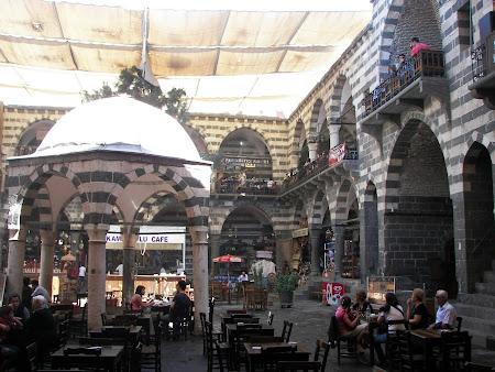 Imagini Kurdistan: curte interioara Hasan Pasa Diyabarkir