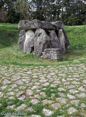 Dolmen de Eguilaz