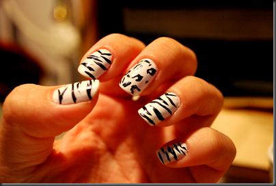 unghii alb-negru