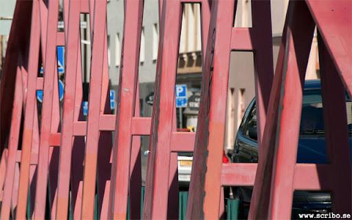 Haglunds bro. Närbild på den rödrosa brobågen.