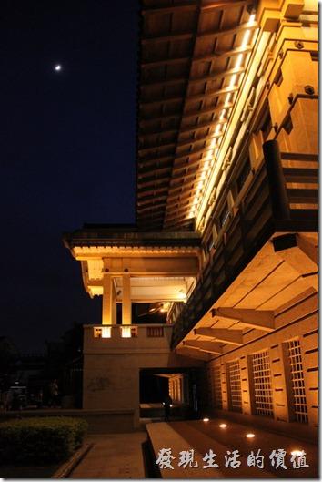 參加兒子畢業典禮的過程有很多的空餘時間,就開始拍起了這棟歷史古蹟建築物了。