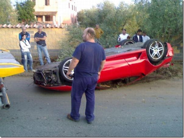 Uma Ferrari F430 destruida (4)