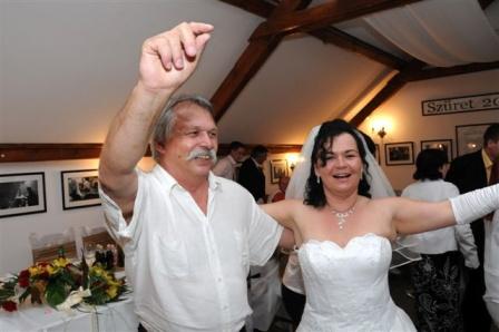 Esküvők, lakodalmak, hagyományos zenekari felállással.
