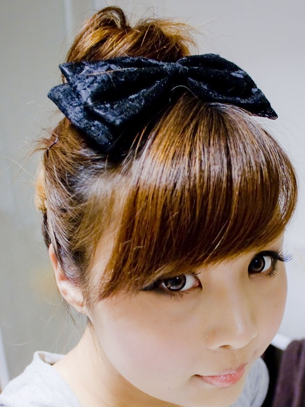 Top bun hair style (odango hair) for medium hair - Beige Renegade