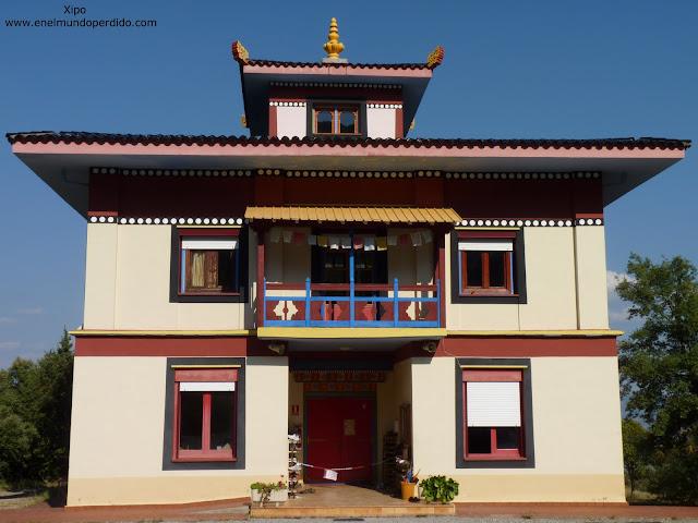 templo-budista-de-panillo-huesca.JPG