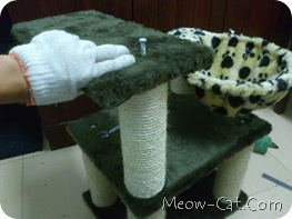 how to building cat tree -Assemble the posts and base 9