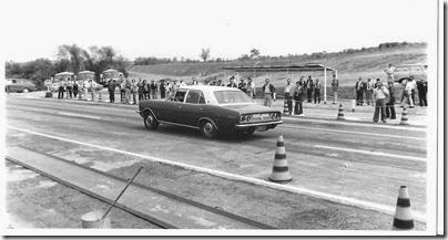 A versão sedã do Opala de meados dos anos 70 no Campo de Provas da Cruz Alta