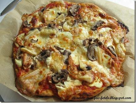Pizza cu piept de pui - coacem pt 10min