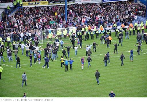 'Celebrating Crystal Palace fans on the Hillsborough pitch' photo (c) 2010, Ben Sutherland - license: http://creativecommons.org/licenses/by/2.0/