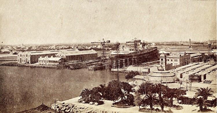 Vista general de los Astilleros de Valencia tomada el año 1.931. En primer termino la rotonda y los jardincillos del Paseo de Caro, ocupados en parte por la ampliación de dichos Astilleros al construirse la grada W..JPG