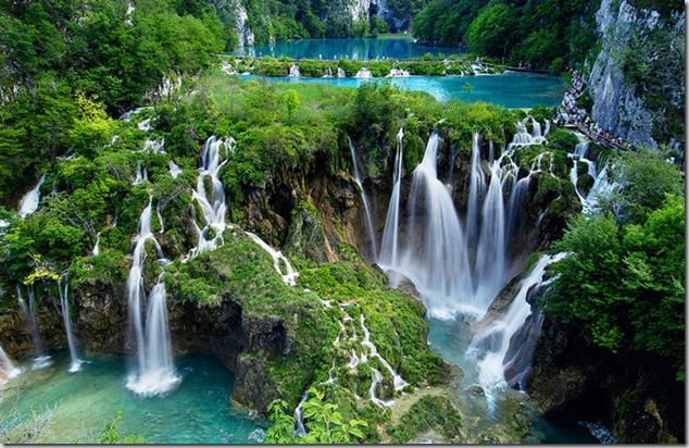 amazing-waterfalls-of-plitvice-lakes-in-croatia-7