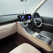 2013-Toyota-JPN-Taxi-concept-13.jpg
