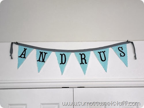 Surname Pennant Banner at www.SumosSweetStuff.com - Easily customizable for any season or saying!