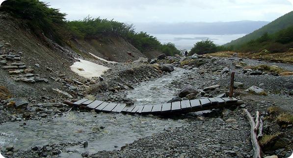 Ponte na trilha ao Glaciar Martial