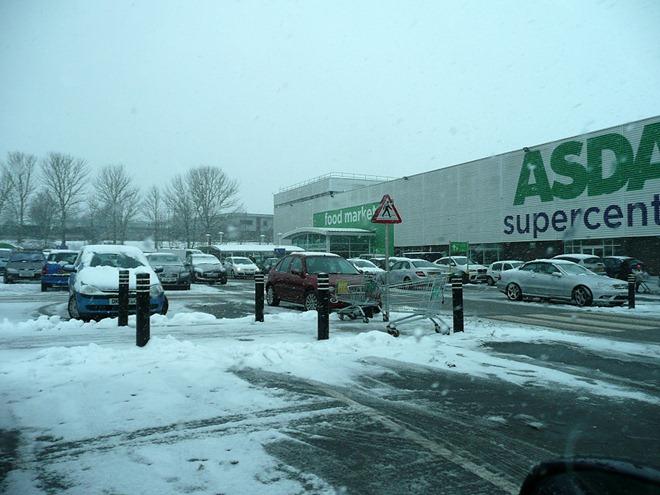 Бирмингем. Паркинг супермаркета ASDA.