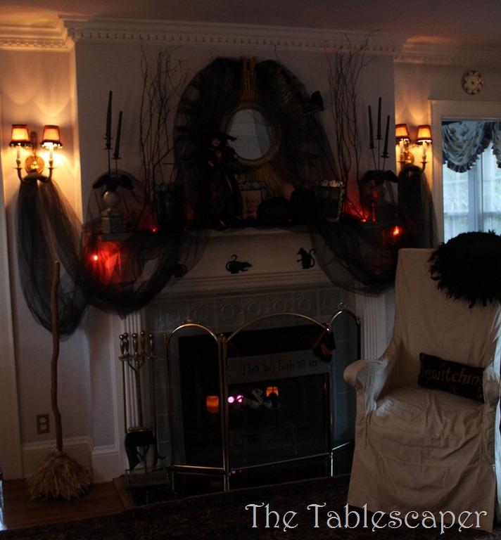 Halloween Mantel 021