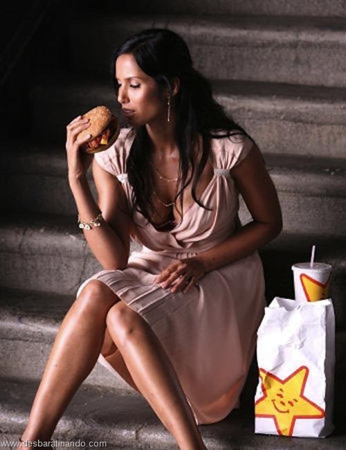 gatas mulheres comendo hamburgers  (16)