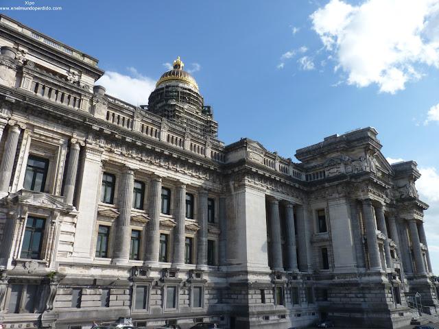 antiguo-palacio-de-justicia-de-bruselas.JPG