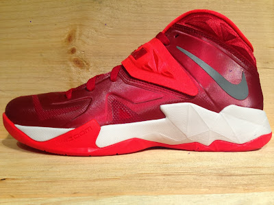 nike zoom soldier 7 tb gym red 1 01 Closer Look at Nike Zoom Soldier VII Team Bank Styles