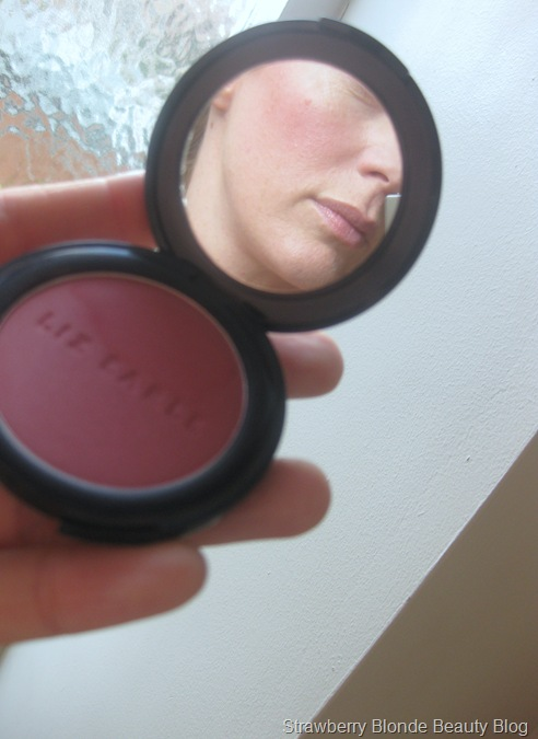 Liz_Earle_Powder_Blush_Peony_07_swatch (5)
