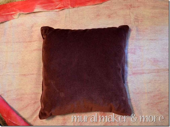 spray-paint-pillow-14