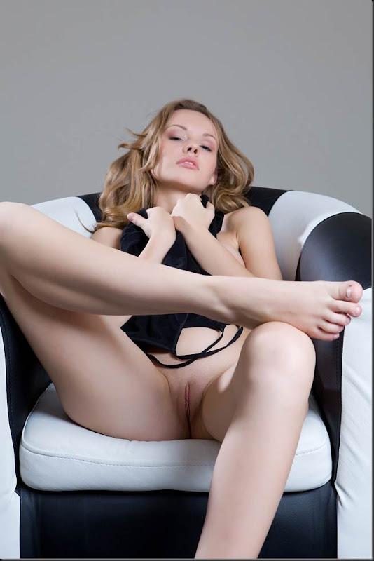 mulher-princesa-pelada-nua-buceta-pussy-04005