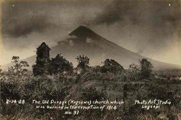 Cagsawa_Ruins,_1928_Mayon_Volcano