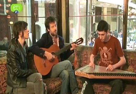 Ο Κωστής Μαραβέγιας και η Μόνικα τραγουδούν το «Δίχτυ» (video)