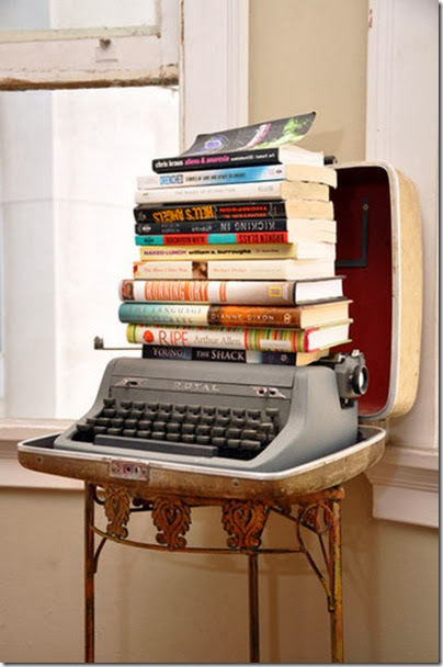 books,typwritter,display,typewriter,vintage-dc0b49688967675289de4791ff090144_h