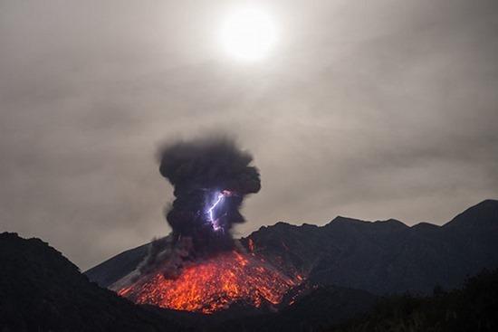 Vulcano em Erupção 02