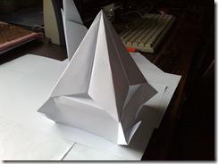 Origami - Piramida facuta dintr-o coala de xerox