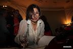 Ana D'onofrio firmando ejemplares